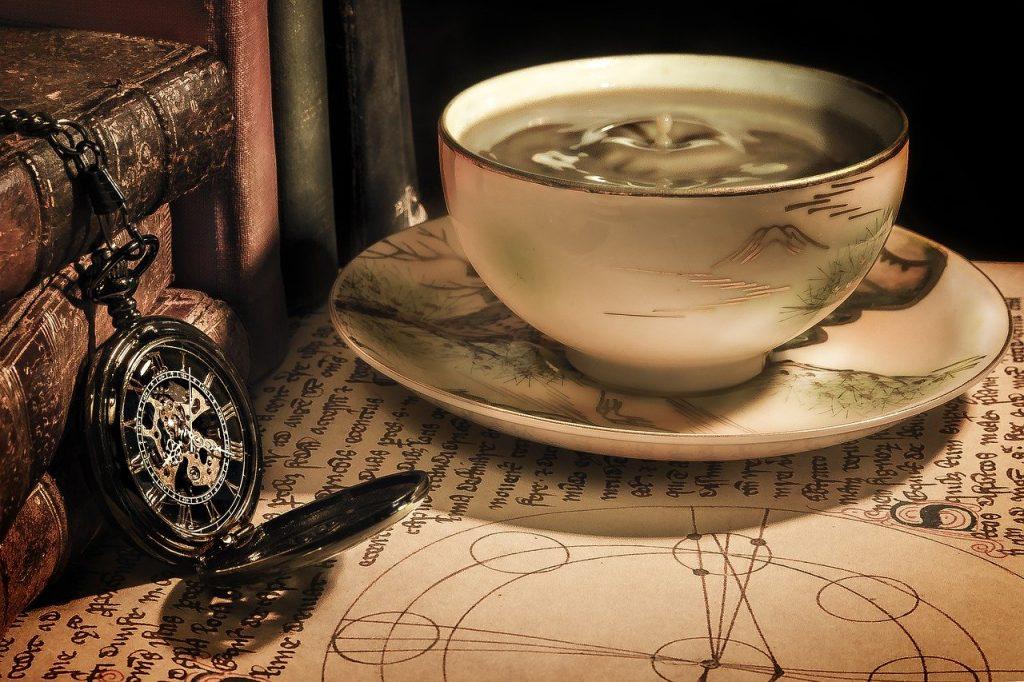 お茶の入ったコップ